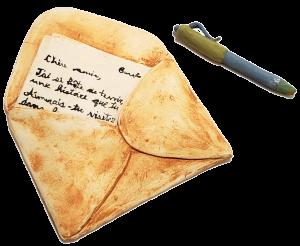 Illustration de céramique d'un stylo et d'une enveloppe contenant une lettre par Amélie Bissonnette